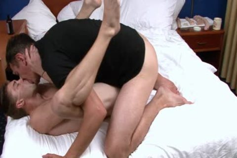 Val Aris loves To Have Sex In bed