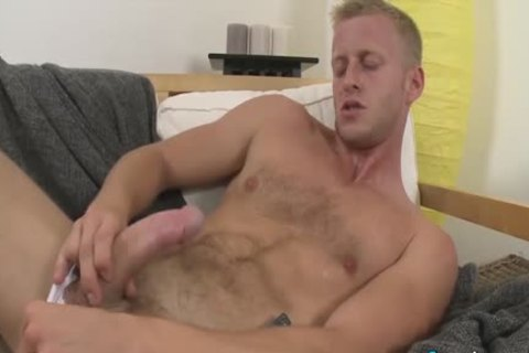 lusty Denis Reed Working Out A Messy Load Out Of his nuts