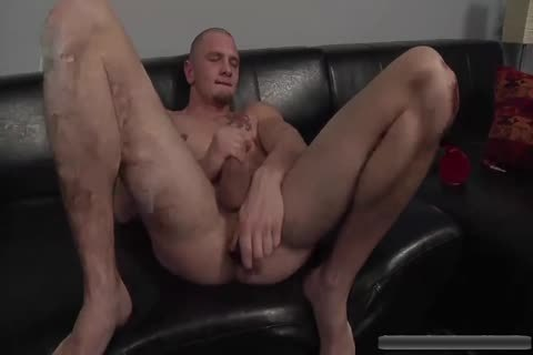 hot stud Jerks Off With toys