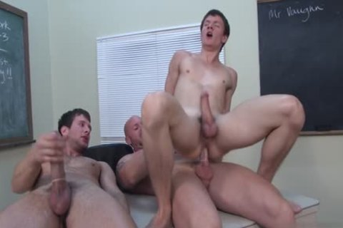 throbbing 10-Pounder homosexual threesome With cumshot