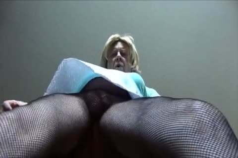 wicked Gigi - Looking filthy In Fishnet pantyhose