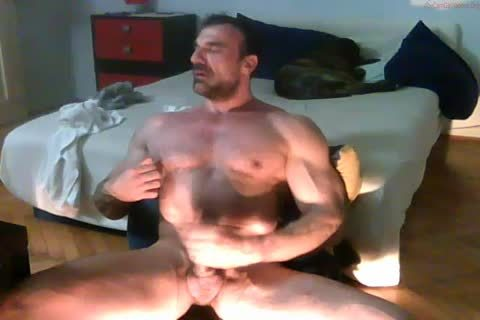 beefy mature Hunk stroking
