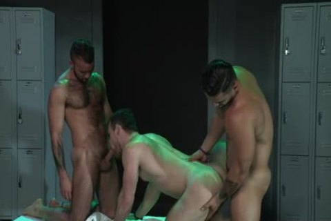 Latin Wolf 3some With Facial