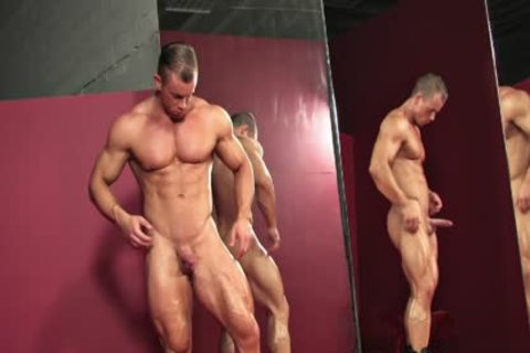Otto guy, Red Briefs wank And Flex