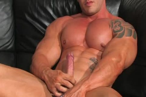 Muscle Hunks - Brian Gunns - Bulging Buffness