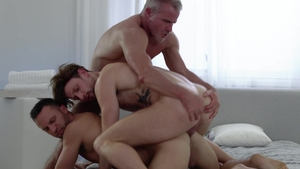 IconMale.com - Brown hair Drew Dixon and american Savage