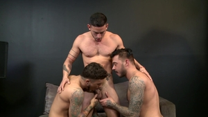 Men Over 30: Pierced Seth Knight with Cesar Rossi anal fucks