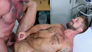 MenOver30 - Muscle and tattooed Wesley Woods rimming
