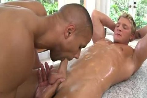 Blond hunk shows up 4 massage, acquires much greater amount